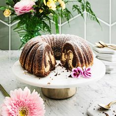 Kolmen suklaan tiikerikakku   Meillä kotona Food Inspiration, Table Decorations, Baking, Outdoor Decor, Recipes, Cakes, Friends, Desserts, Amigos
