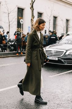 We often search the best to obtain the trendiest trend outfits, and street style constantly our go to for the best fashion inspiration. Her Style, Cool Style, Womens Fashion, Fashion Trends, Fashion 101, Fashion Quiz, 80s Fashion, Fashion Clothes, Street Fashion