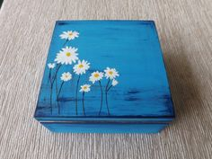 Wooden Crafts Wood tea box with Ox-Eye Daisy, hand-painted customized keepsake box for Tea drinker lover, Tea bag organizer holder, floral wooden box Blue Wooden Box Crafts, Wooden Tea Box, Painted Wooden Boxes, Painted Jewelry Boxes, Painted Bags, Wooden Keepsake Box, Wooden Diy, Keepsake Boxes, Hand Painted