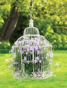Romantyczna dekoracja tarasu lub okna.