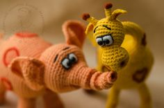 Giraffe & Elephant - No pattern, just pictures.  Russian web site.