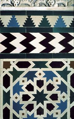 Image SPA 2312 featuring decorated area from the Alcazar, in Seville, Spain, showing Geometric Pattern using ceramic tiles, mosaic or pottery.