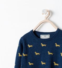 Printed sweater.