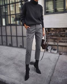 Bottines chaussettes & pantalon cigarette : le mix parfait !