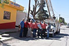 El alcalde Noel Dolores Loya Lozano acompañado de funcionarios municipales, supervisó la instalación de lámparas led, misma que se lleva...