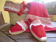 El Baúl de Yola: Zapatillas de Esparto con Picunela y Croché Espadrilles, Summer Design, New Crafts, Beach Sandals, Canvas Leather, Moccasins, Baby Shoes, Sewing, Model