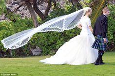 Elizabeth Smart wedds Matthew Gilmour ~ Red Carpet Wedding
