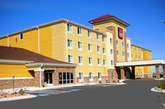 Comfort Suites Hotel & Convention Center Rapid City (South Dakota) This all-suite hotel is located east of Rapid City and is a 40-minute drive from Mount Rushmore. It features an indoor pool and hot tub and all suits offer a flat-screen TV.