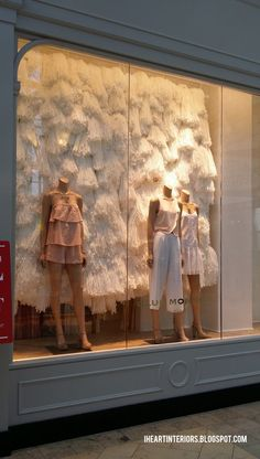 i heart interiors: Club Monaco :: Summer/Winter Window Display