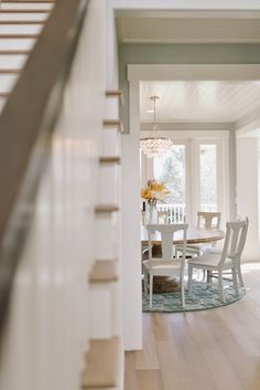 House of Turquoise: Four Chairs Furniture - Great lighting above the table and round rug under the table