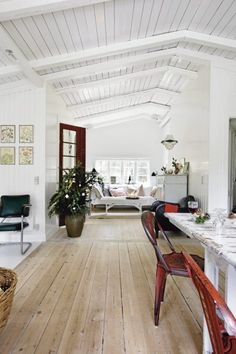 The interior of this home shared at @ItsOverflowing.com is gorgeous. I particularly love the vaulted, white ceilings. /ES