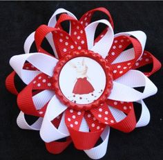Hmm... I've got 4 months until O's b-day, maybe I'll be crafty enough to make this?... probably not.