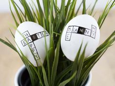6 Ideas for Easter eggs Decorating with embossing ribbon Happy Easter, Easter Bunny, Easter Eggs, Easter Table, Easter Party, Diy Osterschmuck, Easter Games, About Easter, Diy Easter Decorations