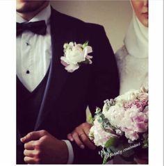 Allah sizi ummadığınız yerden çiçeklendirsin. Wedding Couples, Wedding Photos, Married Couples, Hijab Fashionista, Sweet Words, Muslim Couples, Corsage, Wedding Photography, Photoshoot