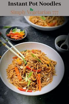 This Instant Pot Vegetable Noodles are so easy to make and packed with flavors Vegetable Lo Mein, Vegetable Noodles, Instant Pot Pressure Cooker, Pressure Cooker Recipes, Easy Cooking, Cooking Recipes, Asian Recipes, Ethnic Recipes, Spicy Recipes