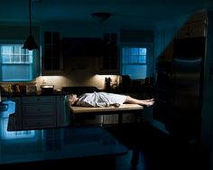 Bilderesultat for gregory crewdson Narrative Photography, Cinematic Photography, Fine Art Photography, Gregory Crewdson Photography, Gottfried Helnwein, Tableaux Vivants, Small Town America, Cindy Sherman, Edward Hopper