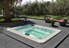 This elegant body of water, with its generous rectangular shape, offers up to 6 massage seats at different height - Tueco available at Versatile Bathrooms, Navan! Mini Piscina, Mini Pool, Saunas, Spa, Outdoor Living, Outdoor Decor, Be A Nice Human, Patio, Mirror