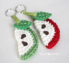Free Crochet Pattern: Apple Slice Keychain. Could change the colors to make it a watermelon.