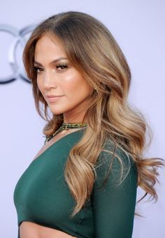 Jennifer Lopez Ombre Hair - J. Lo topped off her sexy dress with fresh ombre curls. Long Ombre Hair, Ombre Hair Color, Cool Hair Color, Blonde Ombre, Ombre Style, Blonde Balayage, Hair Colour, Blonde Hair, My Hairstyle