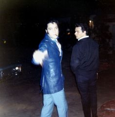 Elvis in december 2, 1968 at the gates of his L-A house with fans.