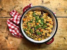 A vegan jambalaya (ejtsd: dzsámbálájá) Vegan Jambalaya, Bologna, Chana Masala, Lunch Recipes, Fried Rice, Louisiana, Ethnic Recipes, Kitchen, Drink