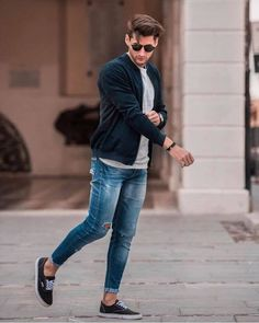35 perfect casual men outfit for summer men's fashion ideas Ripped Jeans Outfit, Ripped Jeans Men, Jeans For Men, Stylish Mens Fashion, Best Mens Fashion, Mode Outfits, Jean Outfits, Style Anglais, Best Casual Outfits