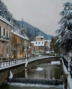 Φλώρινα ~ Town of Florina Oh Hellas I Love you Wonderful Places, Beautiful Places, Amazing Places, Places Around The World, Around The Worlds, Myconos, Macedonia Greece, Places In Greece, Thessaloniki