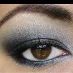 THE MOST SIMPLE SMOKEY EYE! Liquid eyeliner, black and white eyeshadow! All I do is line my eyelids, top first, and quickly smudge with my pinky finger. Don't wait too long to do that seeing is ho Grey Smoky Eye, Smokey Eye For Brown Eyes, Makeup For Brown Eyes, Eye Makeup Tips, Smokey Eye Makeup, Makeup Eyeshadow, Eyeliner, Brows, Beauty Makeup