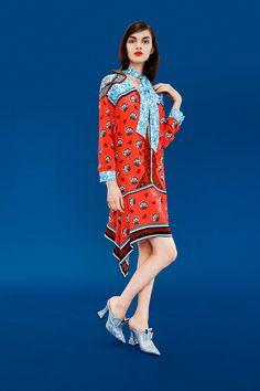 Mary Katrantzou Pre-Fall 2017 Fashion Show Collection Mary Katrantzou, Foto Fashion, Fashion 2017, Fashion News, London Fashion Weeks, Greek Fashion, High Fashion, Costumes Couture, Vogue Mexico