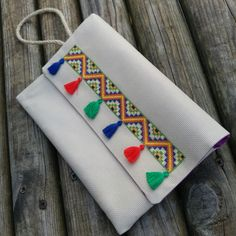 #crossstitch #kanaviçe #etamin #kanaviçekolye #çanta #diy #kalemlik #makyajçantası #hediye #gift #mouline #bag #hobi #sanat #elemeği #handmade #elbise #kanavice #mutfakhavlusu #hobiseverlerburada #kolyeucu #etaminhavlu clutch