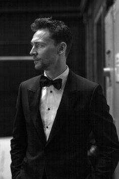 Tom Hiddleston backstage at the #EEBAFTAs. Via Torrilla.tumblr.com