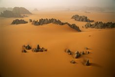 Arena y rocas en el desierto