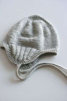 Ravelry: tiinaf's harmaata ~ so sweet but listed as a personal pattern on Ravelry, so inspiration here but I love the ribbing over the ears...
