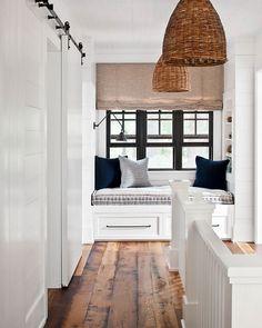 window bench | window seat | white + navy blue + wood tones | rattan pendant light | interiores | interior design | interior decor
