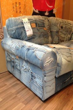 Creative ways to old jeans upcycles ideas 2 - Sinergy Ideas Denim Furniture, Furniture Covers, Upcycled Furniture, Cool Furniture, Denim Sofa, Upcycle Home, Blue Jean Quilts, Denim Decor, Denim Crafts
