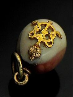 Fabergé Imperial Presentation Hardstone Egg Pendant, with gold cypher of Empress Maria Feodorovna. Prov: Maria Vladimirovna Chatelain, Lady in Waiting to Grand Duchess Xenia Alexandrovna (sister of Nicholas II and daughter of Empress Maria Feodorovna). Christie's, London, Nov 2005, Lot 186.