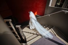 long sail // long voile ; wedding dress// robe de mariée ; skiss ; alone bride ; red//rouge http://www.skiss.fr/