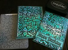 5 Minute card! Emboss a piece of Turquoise Gemstone Shimmer Sheetz and rub over the embossed side with a black StazOn ink pad. Add Happy Birthday Peel Off sticker (nr 390) and a black line (nr 842) or, as you can see on the other card, just some glitter lines (nr 7018).   For a card like this you can use any color of Shimmer Sheetz, any color of StazOn ink pad and any Embossing folder. The one I used on these cards is from Sizzix set nr 756811