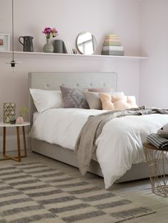 Am currently working on a bedroom re-design, not my loft bedroom, another new project. The room is crying out for an upholstered bed. You know when a bedroom is big enough and the space luxurious e…