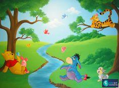 Tussenwand schildering Winnie de Poeh en vriendjes spelen buiten on Lizart  http://lizart.be/wp-content/uploads/muurschilderingen-winnie-de-pooh-figuurtjes/muurschildering-winnie-en-stampertje.jpg