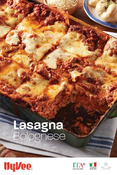 Authentic Italian: lasagna with Italian sausage and ground beef Bolognese sauce. Chef Recipes, Meat Recipes, Pasta Recipes, Dinner Recipes, Cooking Recipes, Recipies, Lasagna Bolognese, Bolognese Sauce, Pasta Dishes
