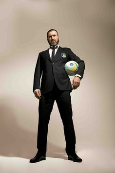 All the best people are bonkers. Cantona - New York Cosmos Good Soccer Players, Rugby Players, Football Players, Football Icon, Football Art, New York Cosmos, Eric Cantona, Sir Alex Ferguson, Look At The Moon