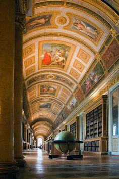 Library - Château de Fontainebleau, Fontainebleau, France