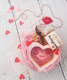 #http:// ameblo.jp/s-sweets-10/ Handmade all / fake sweets  Love glass cookies bag charm  ラッピングでお届けです💛 ステンドキャンディーが太陽にあたるとキラキラします中のホログラムがキラリキラリ✴とします。 ハートグラスクッキー縦約8㎝ 横約8㎝ 全てパーツレジン加工 防水マットニス加工 @tetote_market  にてオーダー可能 http://tetote-market.jp/creator/suzu…