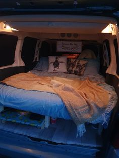 Mini Camper, Vw Camper, Camper Trailers, Campers, Van Conversion For Family, Berlingo Camper, Rental Vans, Minivan Camper Conversion, Custom Mercedes