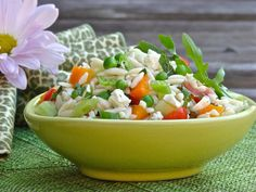 Easy peasy orzo salad [Orzo pasta salad with green peas, cucumbers, tomatoes, mint and feta cheese] recipe Orzo Salad, Pea Salad, Soup And Salad, Rice Salad, Quick Dinner Recipes, Side Recipes, Beef Recipes, Healthy Recipes, Recipies