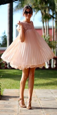 Street style | Pastel pleated dress