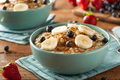 Cómo hacer porridge de avena. Las gachas de avena, conocidas en Inglaterra como porridge, se han convertido en uno de los últimos éxitos de las redes sociales debido a que se trata de una alternativa saludable, nutritiva e ideal p...