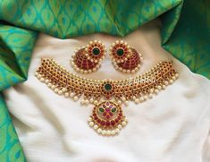 The Seriously Good Looking Antique Jewelleries Are Here Antique Jewellery Designs, Gold Jewellery Design, Antique Jewelry, Designer Jewellery, Gold Jewelry Simple, Silver Jewelry, Silver Ring, Simple Necklace, Silver Earrings