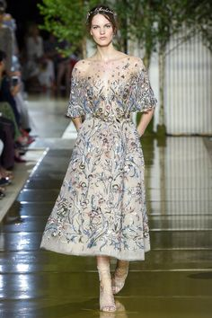 Zuhair Murad Parigi - Haute Couture Fall Winter - Shows - Vogue. Zuhair Murad, Style Haute Couture, Couture Fashion, Runway Fashion, Paris Fashion, Collection Couture, Fashion Show Collection, Couture Dresses, Fashion Dresses